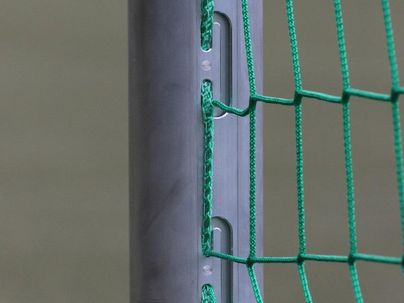 Tor mit eingefräster Netzaufhängung