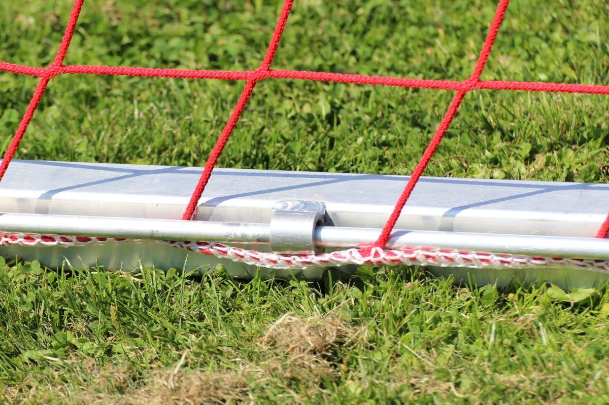 Netzsicherung für Jugendtore mit Stangensystem, abschließbar, von artec Sportgeräte