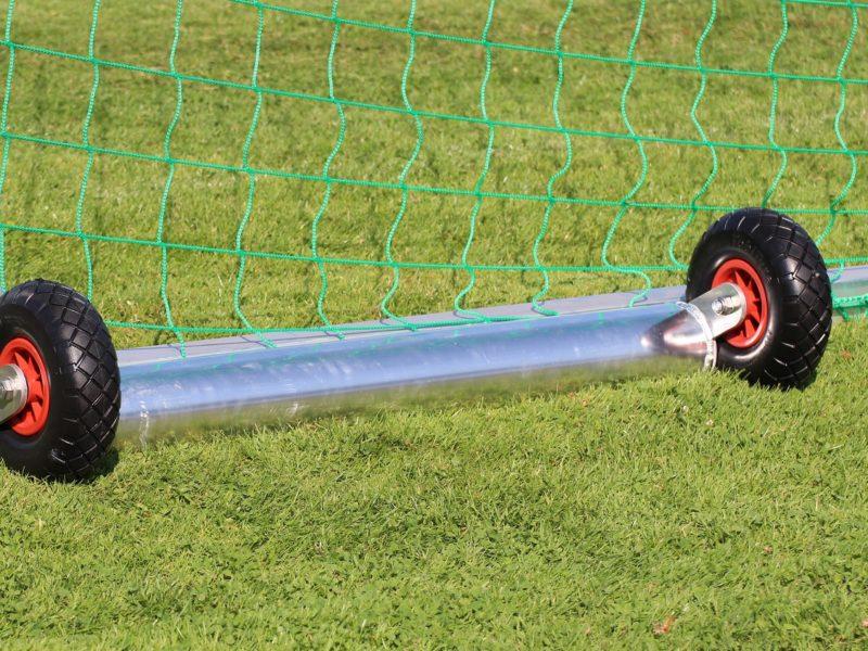 Minitor - easytec - PROTECTOR mit Kippsicherung, 1,80 x 1,20 m, aus Aluminium, vollverschweißt, Sicherheits-Netzhaken, Farbe Alu natur, Auslage 0,50 m, offener Hinterbau, Ovalprofil