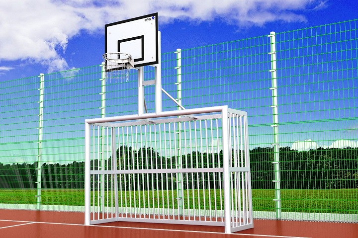 Bolzplatztor mit Basketballaufbau