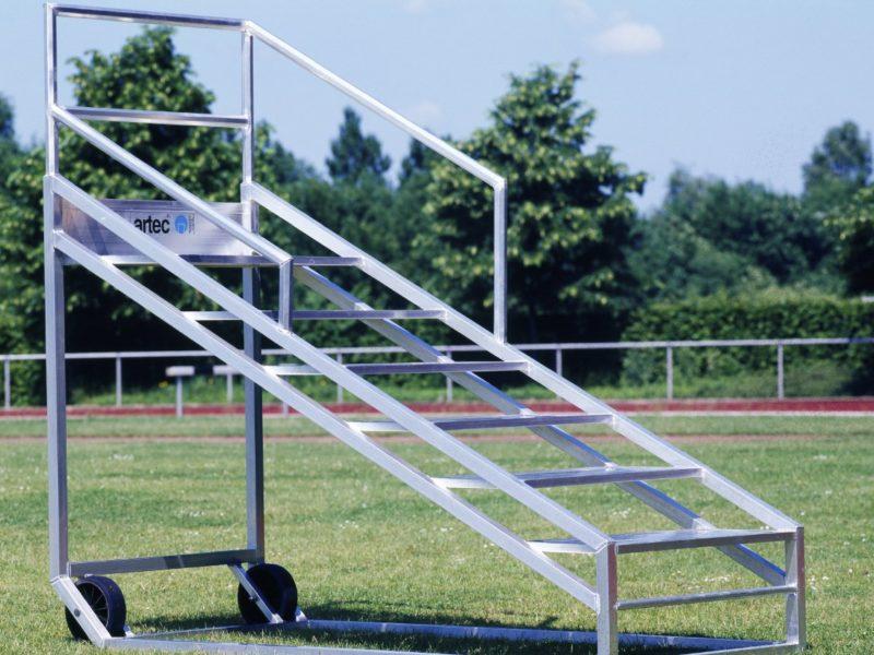 Zielrichtertreppe für 6 Personen aus Aluminium