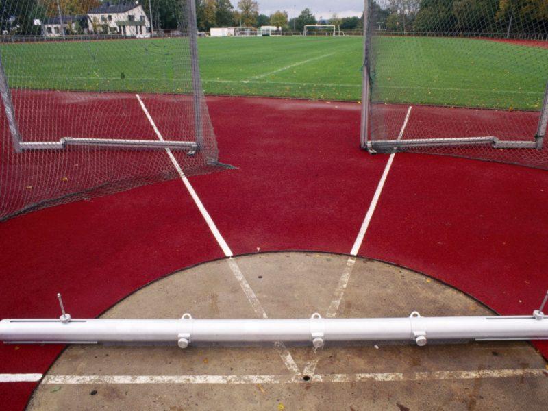 Befestigungsbalken für Speerwurf, behindertengerecht