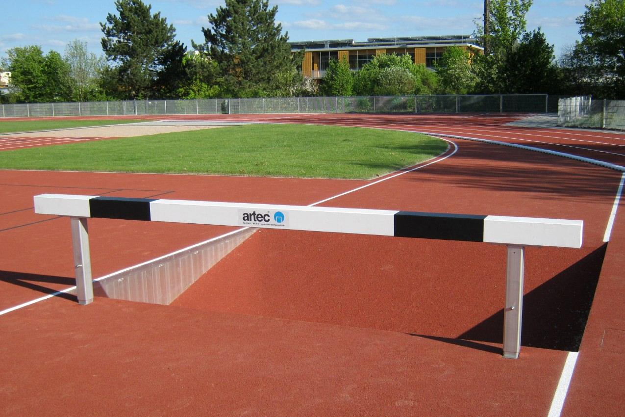 Wassergraben-Hindernis aus Aluminium mit Querbalken aus Spezialholz, höhenverstellbar, Länge: 3,96 m, mit IAAF-Zertifikat von artec Sportgeräte