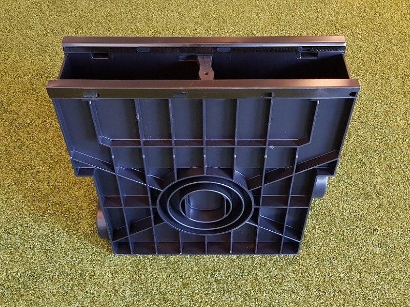 Einlaufkasten ohne Rasenkante, aus Kunststoff mit seitlicher Drainageanschlussmöglichkeit von artec Sportgeräte