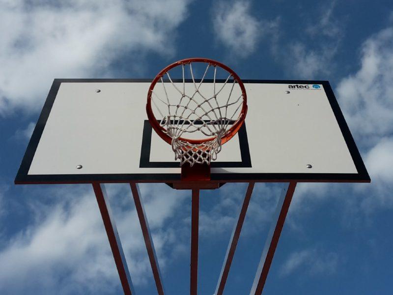 Zweimast-Basketballanlage, vollverschweißt
