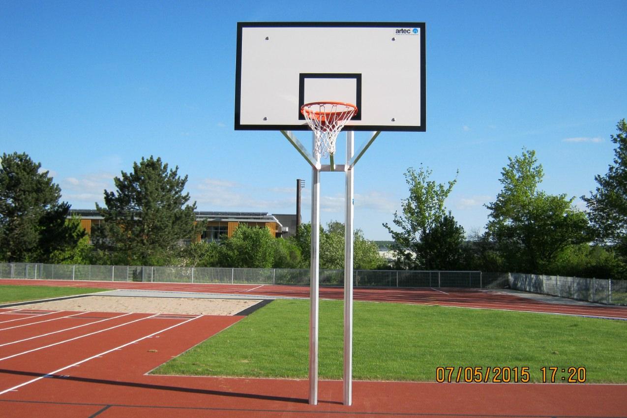 Robuste Zweimast-Basketballanlage aus Aluminium