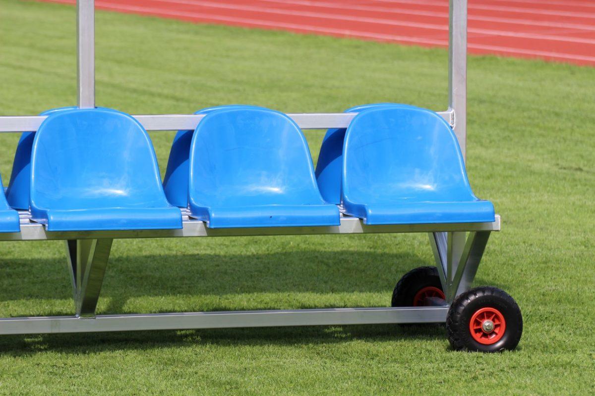 Sportlerbank für das Stadion und den Sportplatz mit Überdachung artec Sportgeräte
