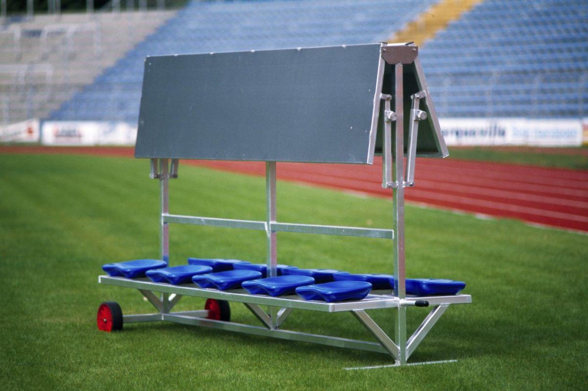 Sportlerbank für das Stadion und den Sportplatz mit flexibler Überdachung artec Sportgeräte