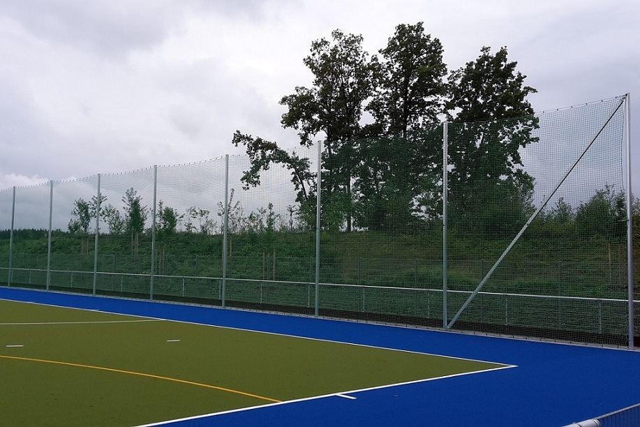 Ballfangpfosten aus Aluminium im Ovalprofil für Ballfangnetz, Profil: 100 x 120 mm, Höhe: 5,00 m von artec Sportgeräte