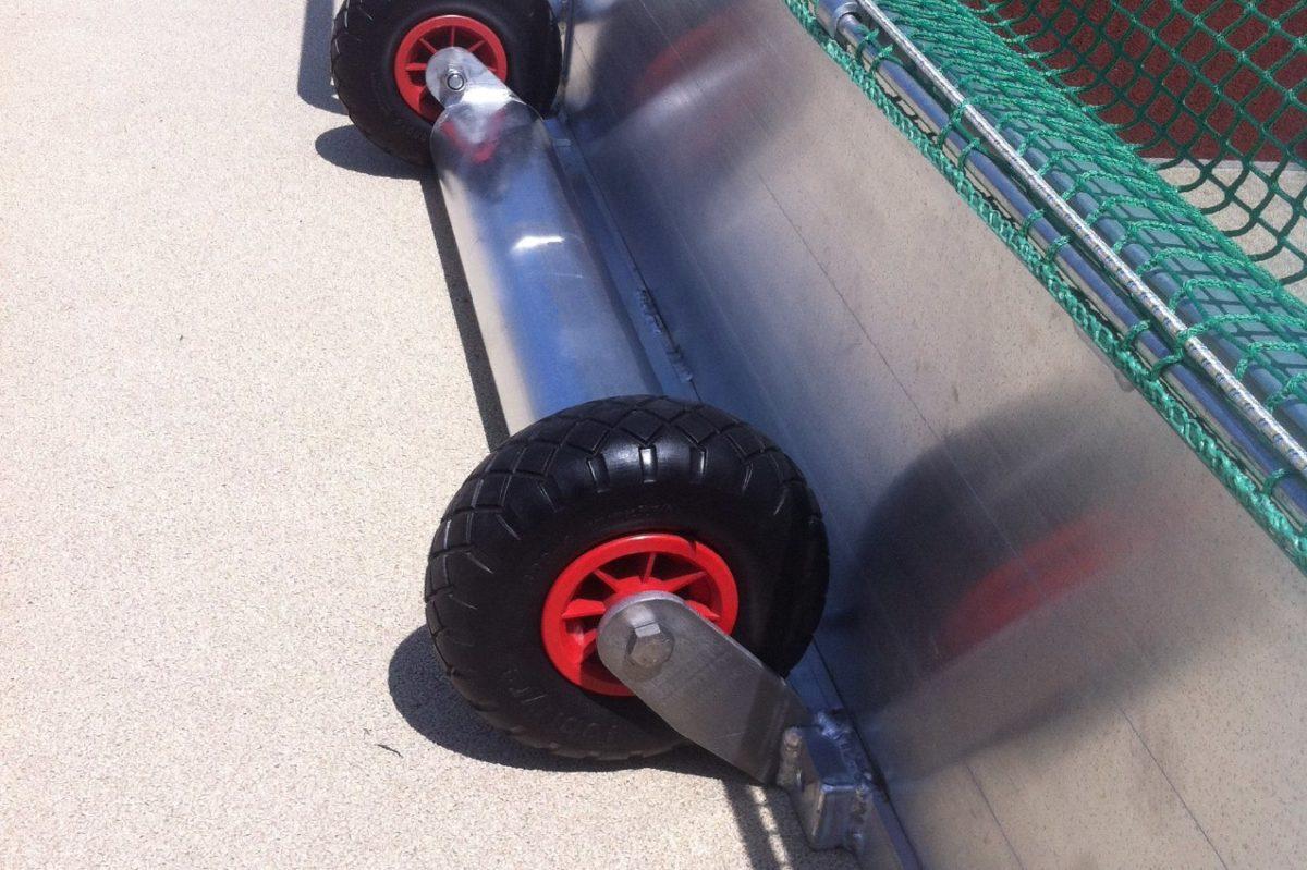 Hockeytor aus Aluminium, eingefräste Netzaufhängung, Kippsicherung, Hartholzkern in den Pfosten, Farbe: weiß pulverbeschichtet von artec Sportgeräte