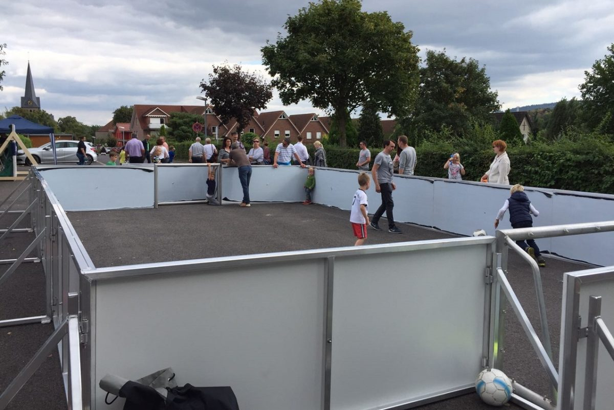 Soccer-Court mobile Ausführung 40 x 20 m, Bandensystem mit 2 Bolztoren