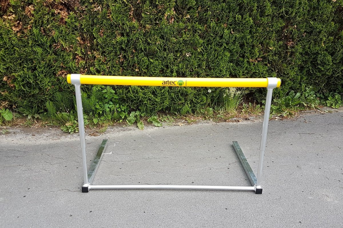 Hürde für Training und Schulsport, höhenverstellbar mit Clip-System, Hürdenlatte aus Kunststoffrohr von artec