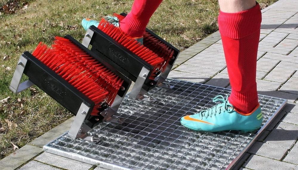 Stollenreiniger Premium für verschmutzte Fußballschuhe