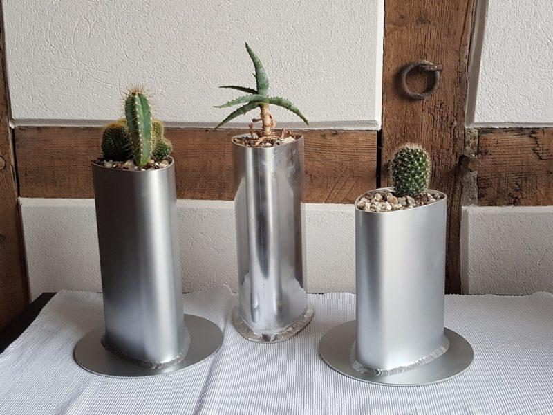 Exklusive Blumenvase aus Aluminium - hergestellt aus Verschnitt eines Torpfostenprofils 100 x 120 mm, Länge zwischen 20 - 30 cm