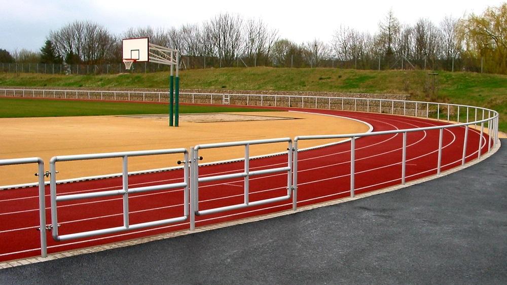 Barrieren für Sportplätze
